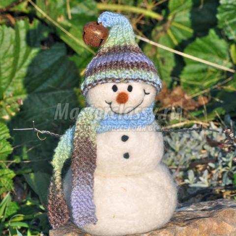 Снеговики из ниток и шариков своими руками