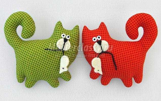 Подушка кот из фетра