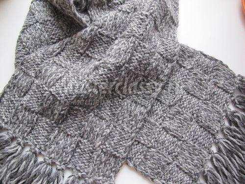 теплый мужской шарф вполне